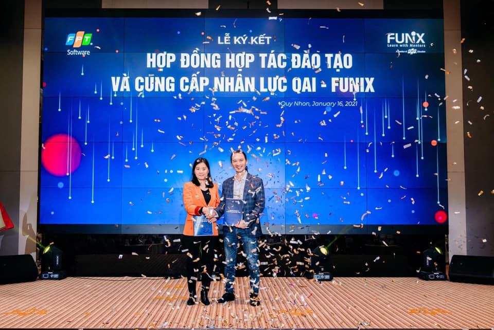 Bà Lê Minh Đức (Giám đốc điều hành FUNiX) và ông Vũ Hồng Chiên (Giám đốc QAI) trong lễ ký kết hợp tác hai bên. Ảnh: QAI.