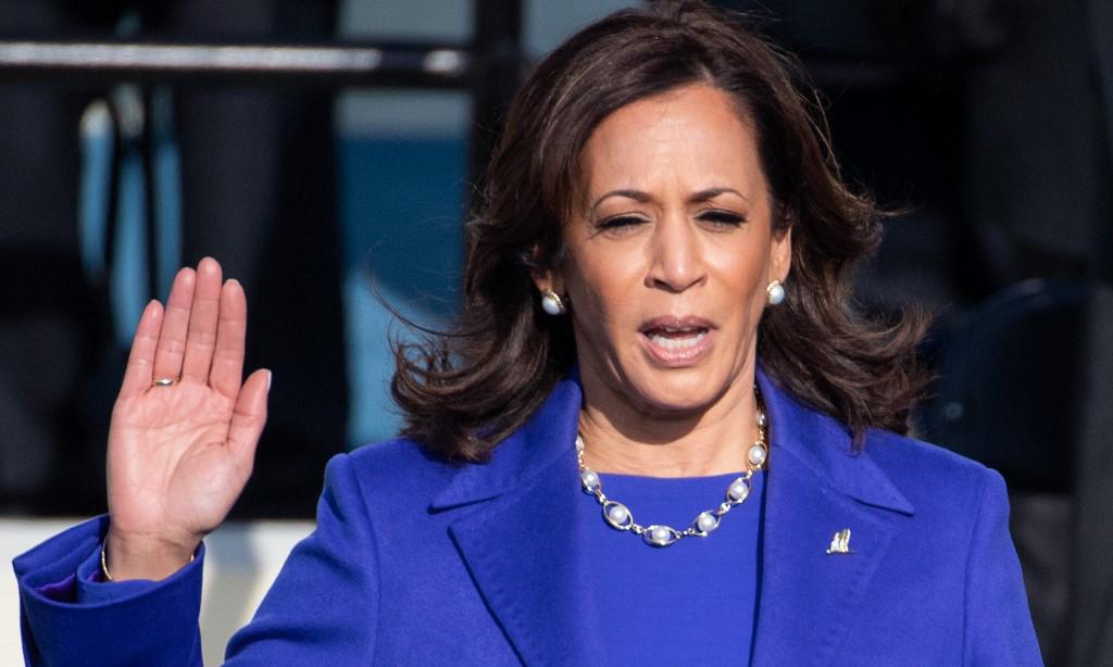 Tân Phó tổng thống Mỹ Kamala Harris tuyên thệ nhậm chức tại Đồi Capitol, Washington, hôm 20/1. Ảnh: AFP.