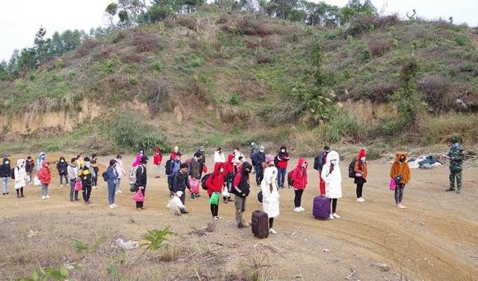 37 người nhập cảnh trái phép qua đường mòn bị phát hiện tại Lạng Sơn, ngày 9/1. Ảnh: Vi Toàn