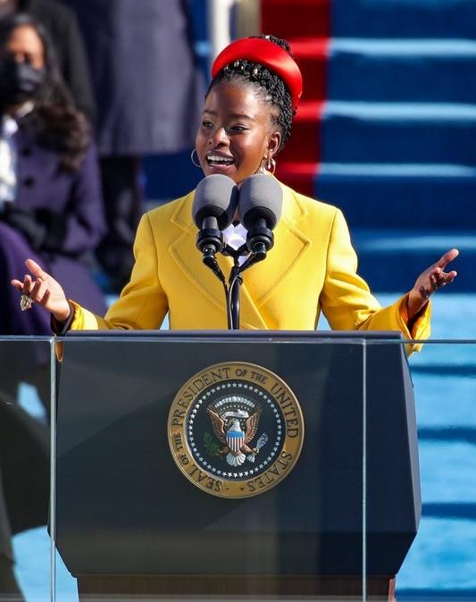 Gorman đọc thơ chúc mừng trong lễ nhậm chức tổng thống, ngày 20/1. Ảnh: Oprah Winfrey/Twitter