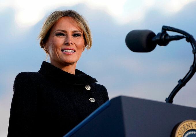 Melania phát biểu tại lễ chia tay ở căn cứ Andrews. Ảnh: AFP.