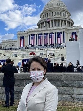 Hsiao Bi-khim, đặc phái viên của Đài Loan tại Mỹ, đứng trước quốc hội Mỹ, nơi diễn ra lễ nhậm chức của Tổng thống Joe Biden hôm 20/1. Ảnh: Twitter/Hsiao Bi-khim.