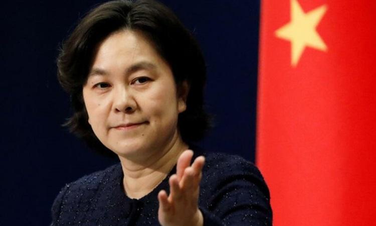 Phát ngôn viên Bộ Ngoại giao Trung Quốc Hoa Xuân Oánh tại cuộc họp báo ở Bắc Kinh hôm nay. Ảnh: Reuters.