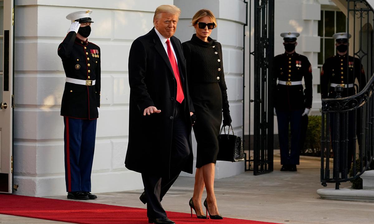 Tổng thống Donald Trump và đệ nhất phu nhân Melania rời Nhà Trắng hôm 20/1. Ảnh: AP.