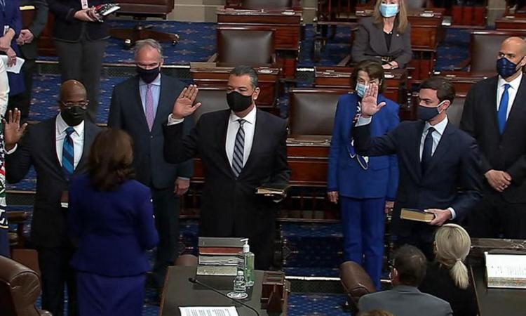 Lễ tuyên thệ nhậm chức của ba thượng nghị sĩ mới tại Thượng viện Mỹ hôm 20/1. Ảnh: ABC.