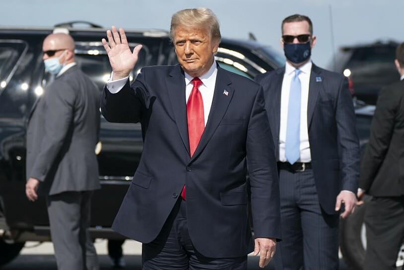 Donald Trump tại sân bay ở Florida ngày 20/1. Ảnh: AFP.