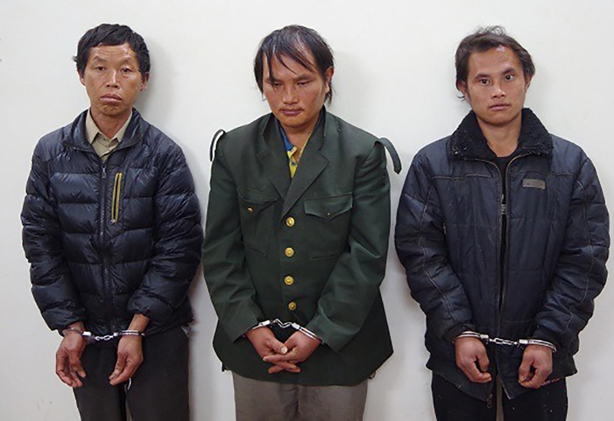 Ba nghi phạm Thề, Phềnh và Sinh (từ trái qua) tại cơ quan điều tra. Ảnh: Công an cung cấp.