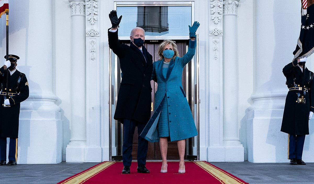 Tân tổng thống và đệ nhất phu nhân Mỹ đến Nhà Trắng ngày 20/1. Ảnh: AFP.