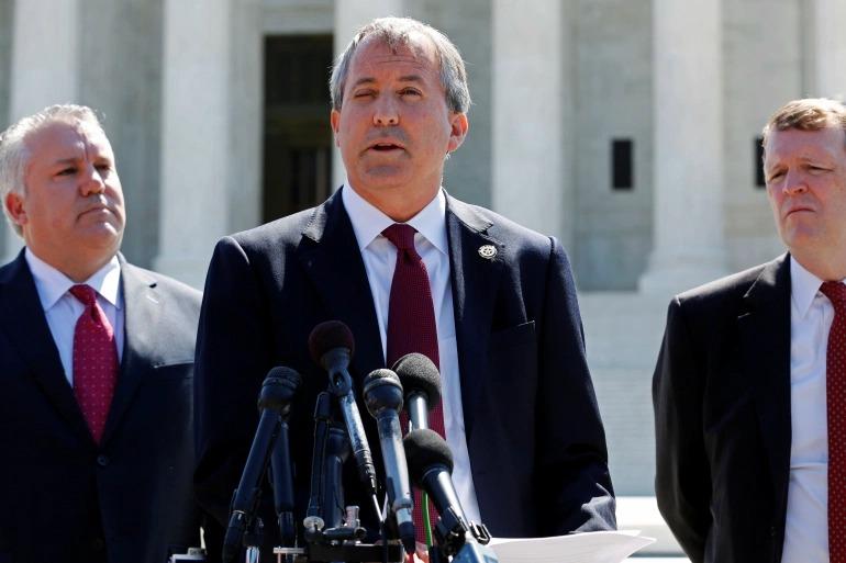 Tổng chưởng lý Texas phát biểu bên ngoài Tòa án Tối cao Mỹ ở thủ đô Washington hồi tháng 4/2016. Ảnh: Reuters