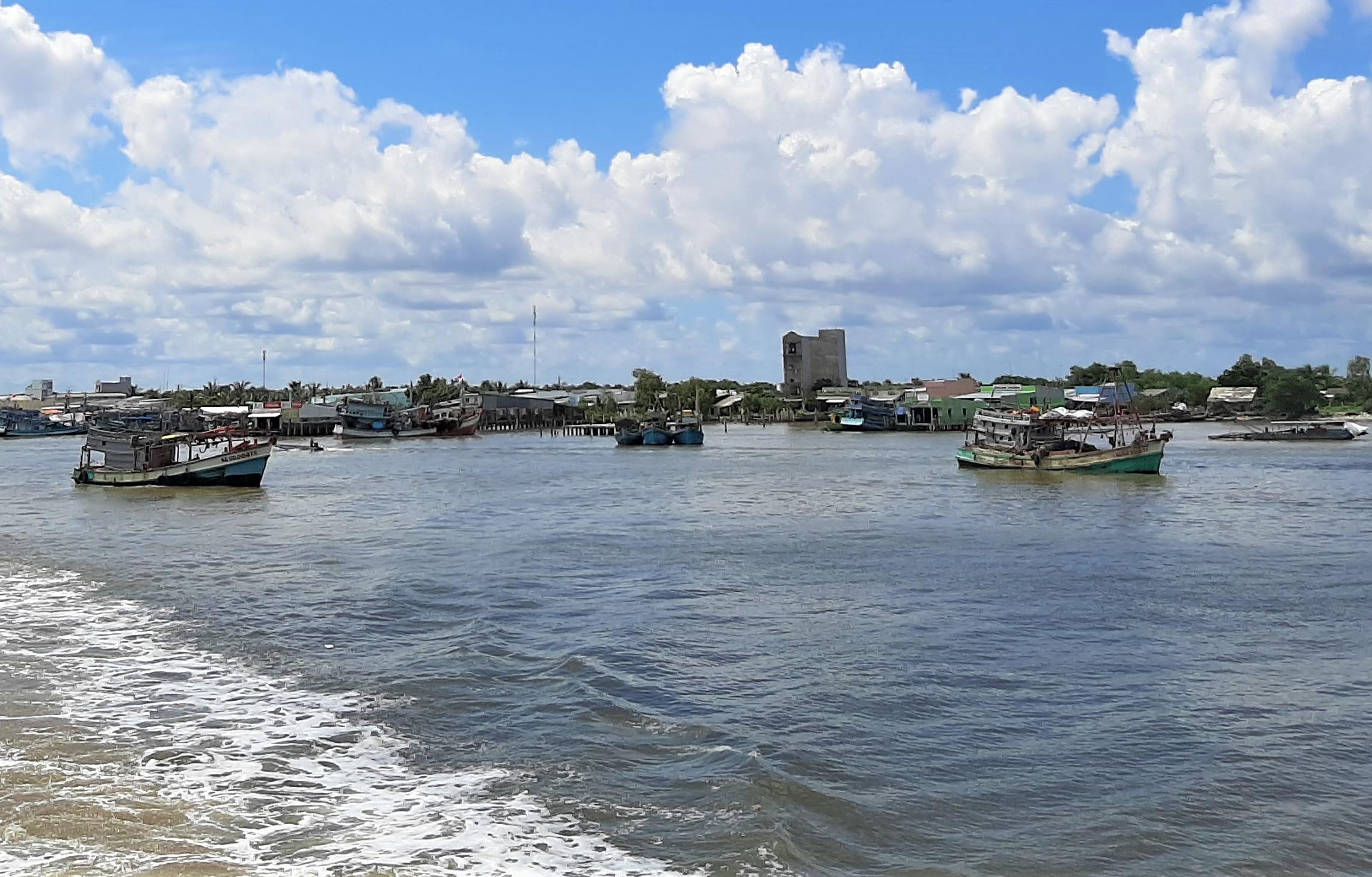 Cửa biển Sông Đốc, nơi phát hiện tàu cá chở 38 người Việt nhập cảnh trái phép. Ảnh: Khánh Hưng.