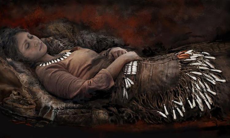Tái dựng hình ảnh người phụ nữ trong ngôi mộ chứa 90 chiếc răng nai sừng tấm. Ảnh: Tom Bjorklund.