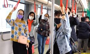 Hàng trăm người lần đầu trải nghiệm tàu Nhổn - ga Hà Nội