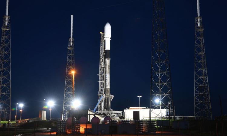 Tên lửa Falcon 9 của SpaceX trong một nhiệm vụ năm 2020. Ảnh: Joe Marino/UPI.