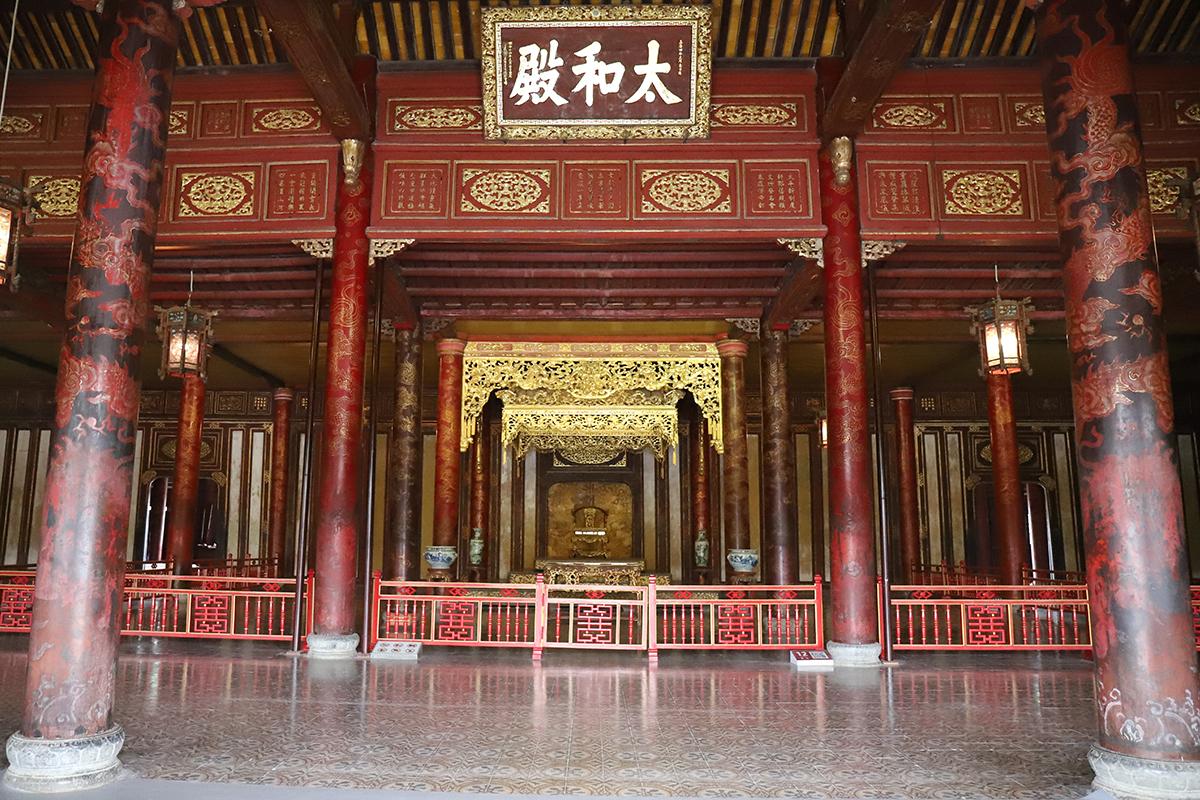 Nội thất bên trong điện Thái Hòa. Ảnh: Võ Thạnh