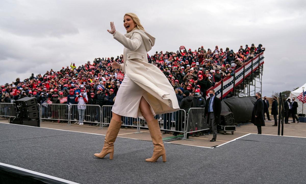 Ivanka Trump tại sự kiện vận động tranh cử cho cha ở Michigan hồi tháng 11/2020. Ảnh: AP.