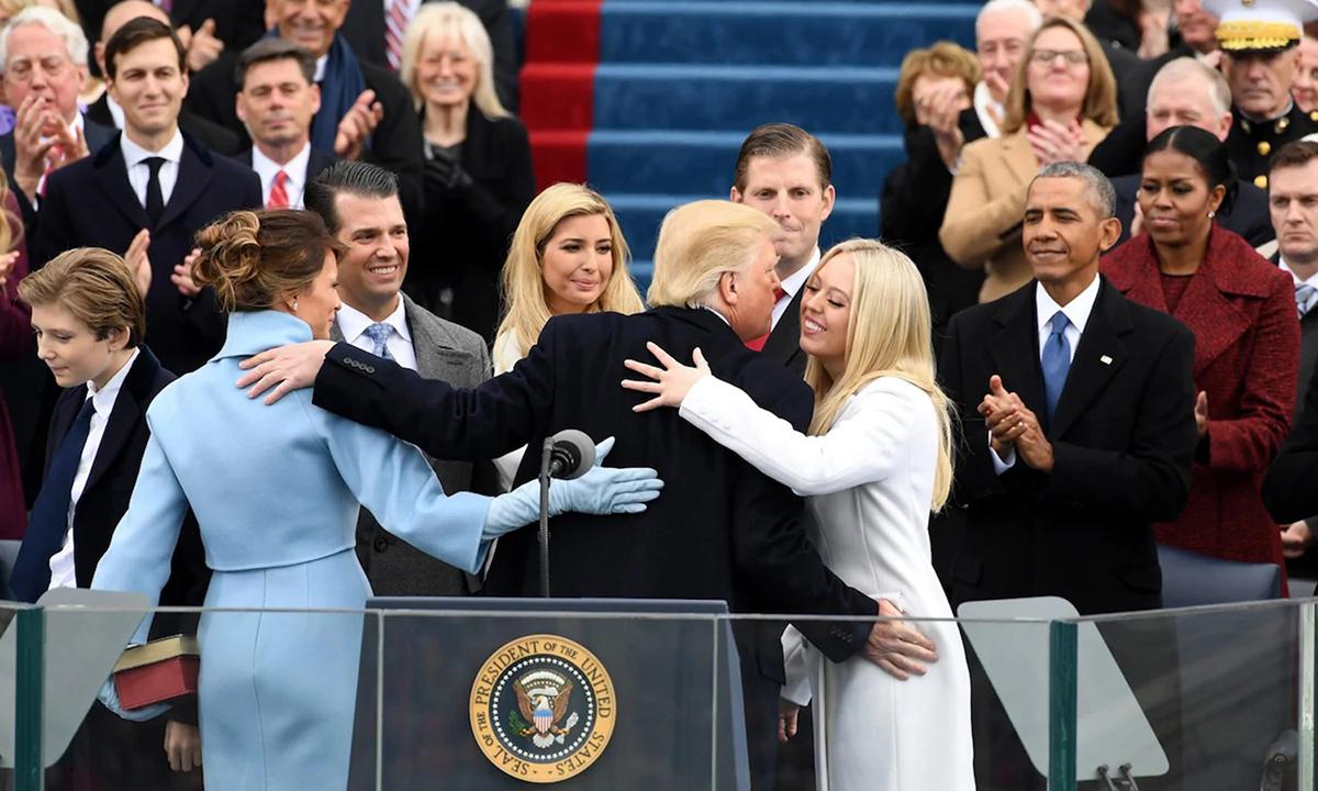 Gia đình cựu tổng thống Donald Trump tại lễ nhậm chức ở Washington hồi tháng 1/2017. Ảnh: Bloomberg.
