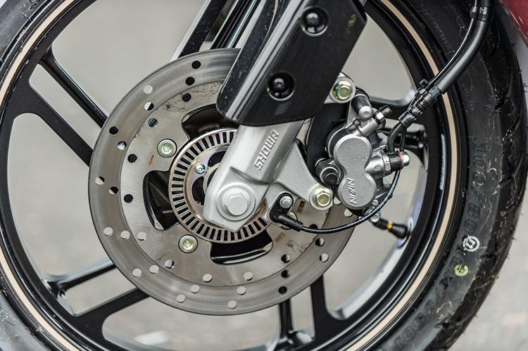 Theon sử dụng phanh ABS của Continental, cùm phanh của Nissin.