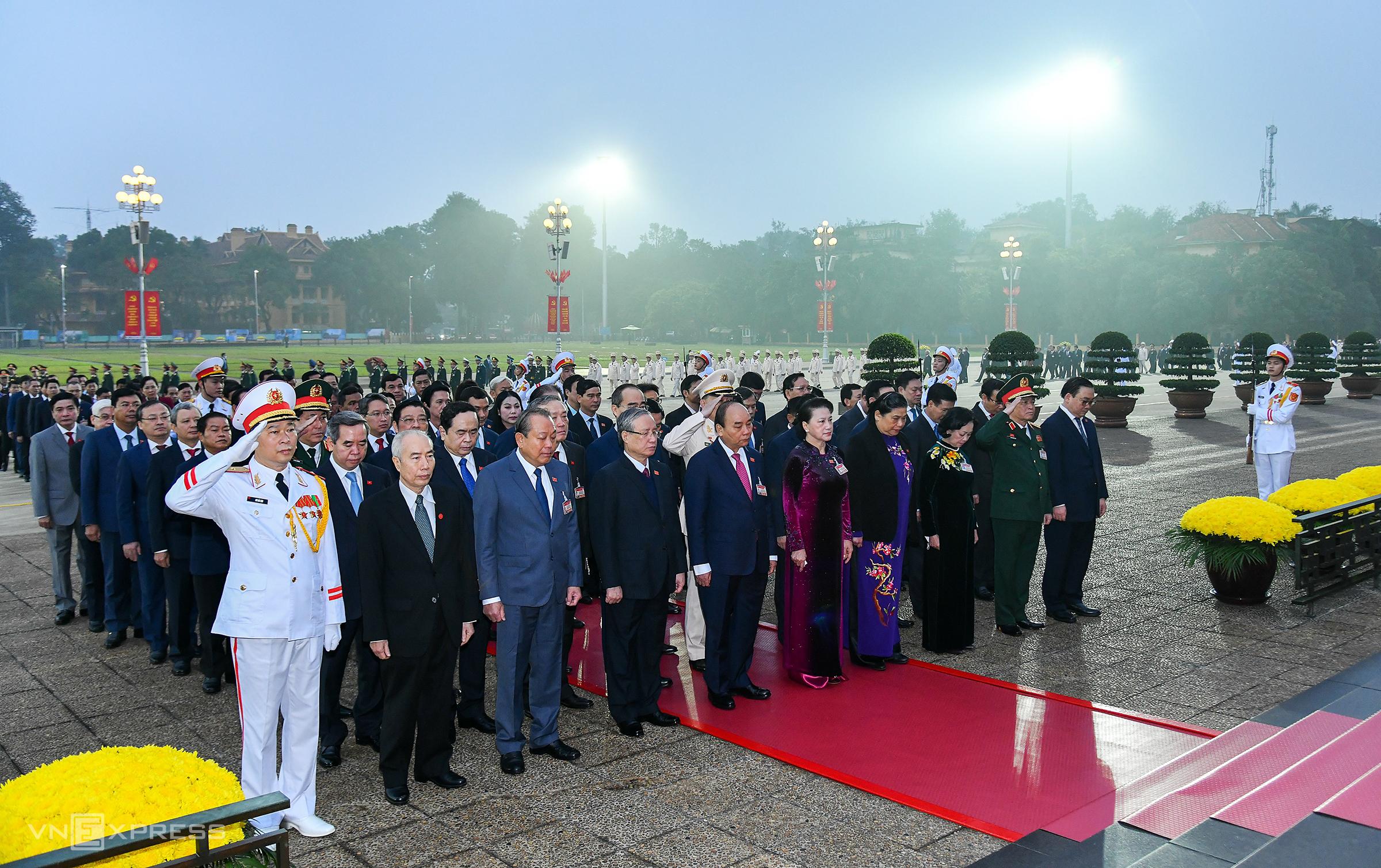 Các đại biểu dự Đại hội viếng Lăng Chủ tịch Hồ Chí Minh sáng 25/1. Ảnh: Giang Huy