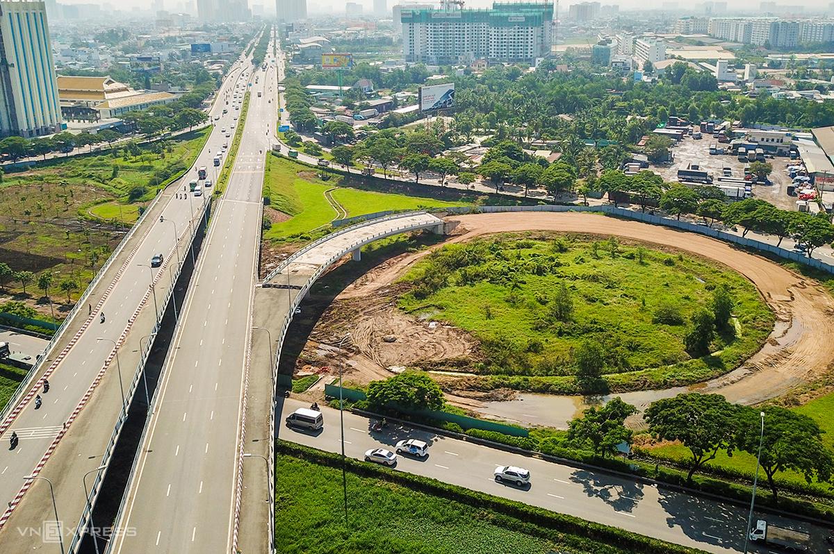 Dự án tại đoạn giao đại lộ Võ Văn Kiệt và quốc lộ 1A (quận Bình Tân). Ảnh: Quỳnh Trần.