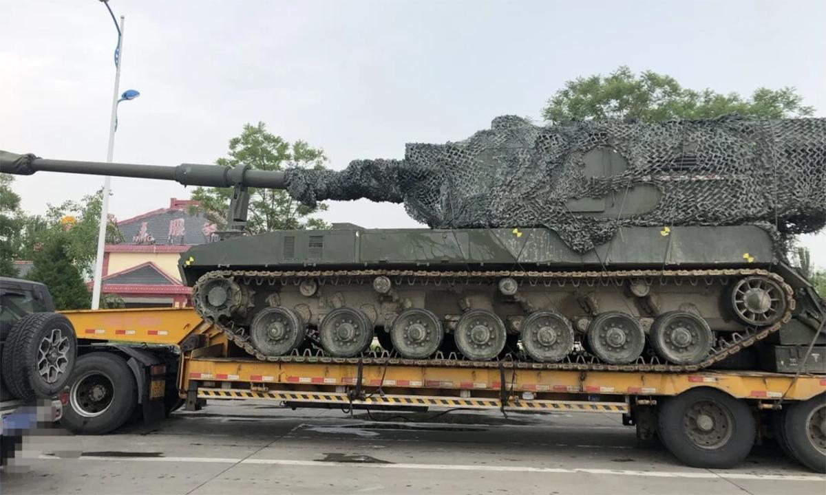 Pháo tự hành 155 mm mới xuất hiện trên một con đường ở Trung Quốc. Ảnh: Defence Blog.