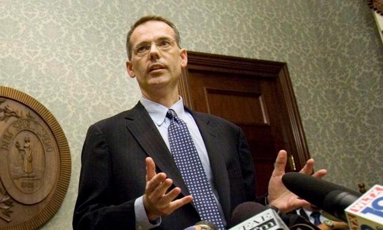 Butch Bowers tại một cuộc họp báo ở Columbia năm 2009. Ảnh: AP.
