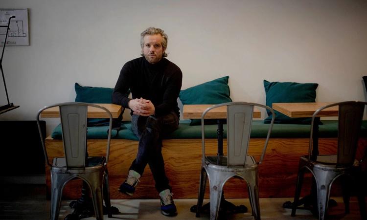 Romain Rozier tại nhà hàng của mình ở Paris. Ảnh: NYTimes.