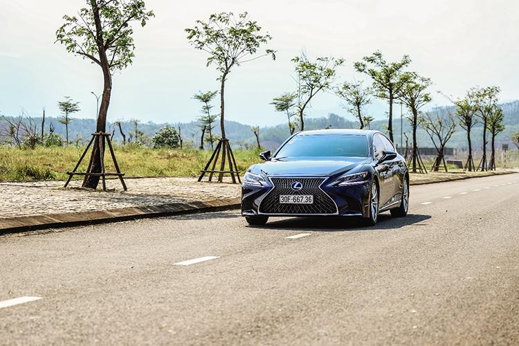 Ngày cuối cùng của hành trình, khách mời được trải nghiệm những dòng xe của Lexus, gồm cả những chiếc hybrid và IS mới.