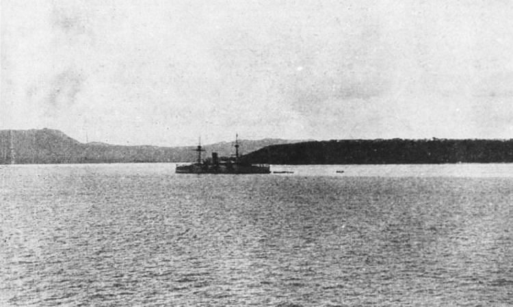 USS Charleston neo đậu tại Guam sau khi chiếm được hòn đảo ngày 20/6/1898. Ảnh: US Navy.