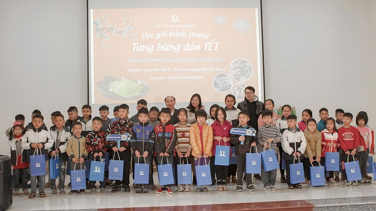 HOCMAI tặng quà cho các em nhỏ tại làng trẻ SOS