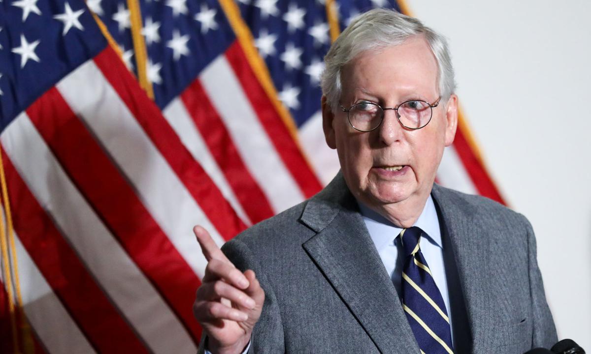 Lãnh đạo phe Cộng hòa tại Thượng viện Mitch McConnell phát biểu trước báo giới tại tòa nhà quốc hội Mỹ ở Washington hôm 26/1. Ảnh: Reuters.