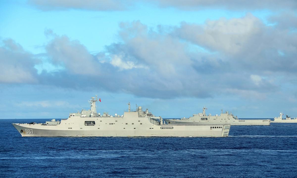 Tàu đổ bộ Type-071 Trung Quốc diễn tập trên Biển Đông tháng 11/2020. Ảnh: PLA.