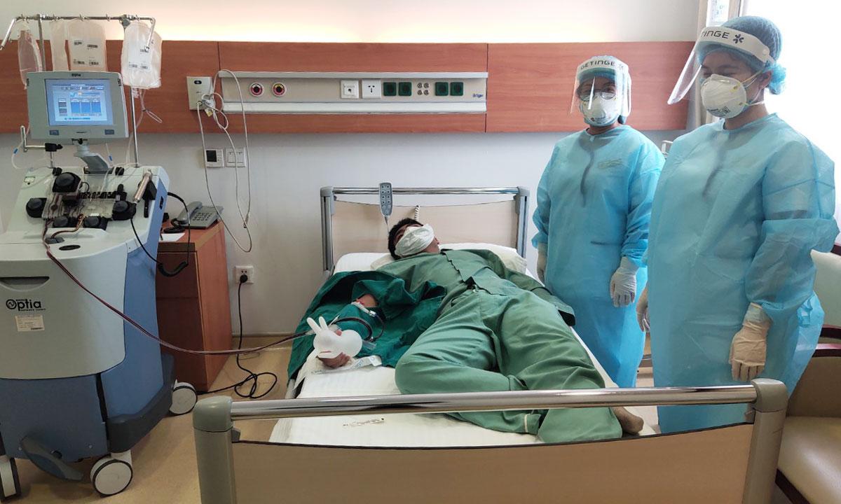 Một bệnh nhân Covid-19 hiến huyết tương. Ảnh: Bệnh viện Bệnh nhiệt đới Trung ương