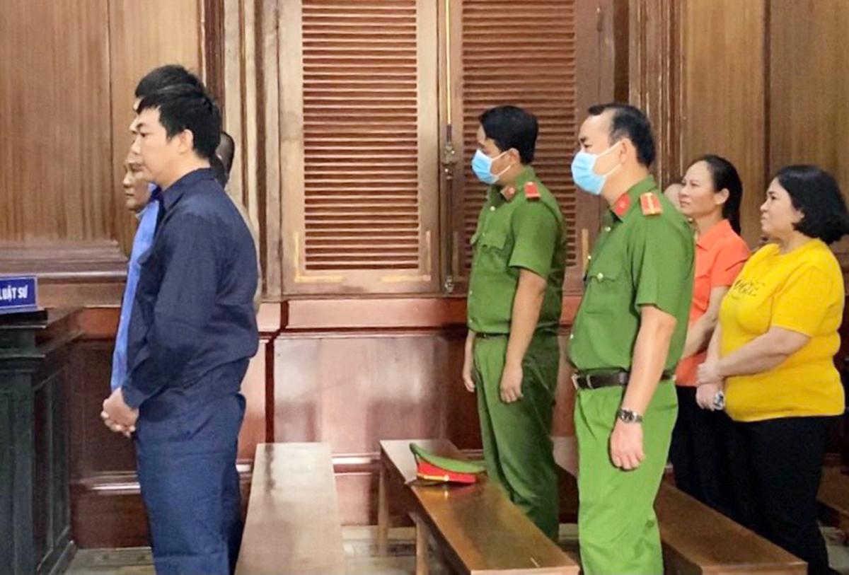 Các bị cáo trong phiên xử chiều nay. Ảnh: Dương Trang.