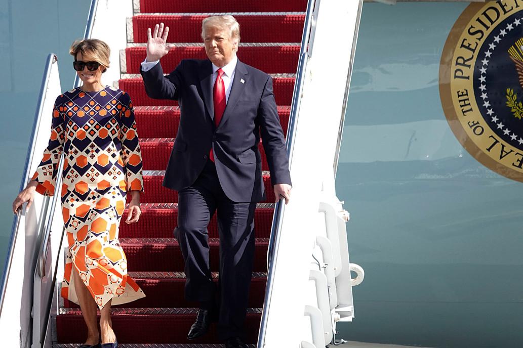 Vợ chồng cựu tổng thống Trump và phu nhân Melania về Florida hôm 20/1. Ảnh: AP.