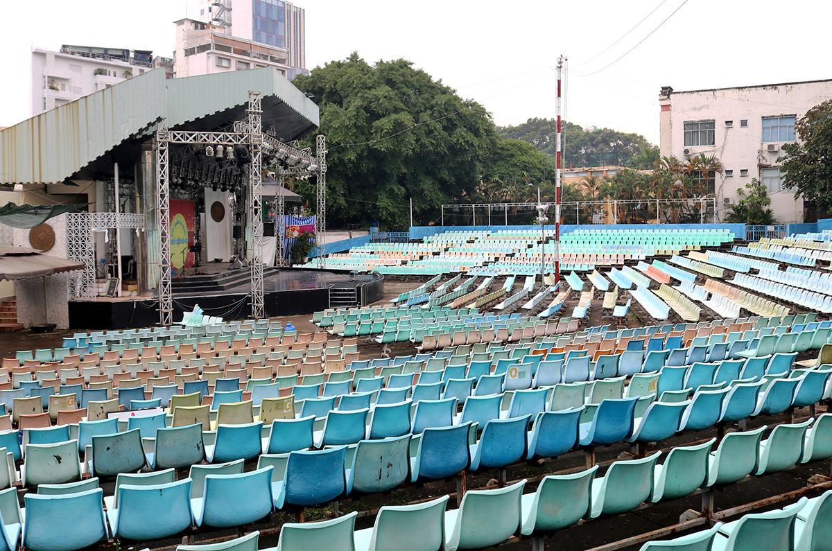 Sân khấu ca nhạc Trống Đồng - nơi xây dựng bãi xe ngầm Trống Đồng quy mô 7 tầng ngầm 3 tầng nổi hiện chưa triển khai. Ảnh: Gia Minh.