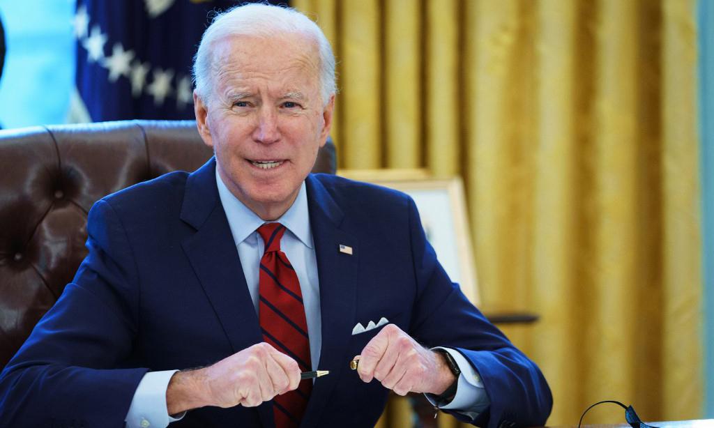 Tổng thống Mỹ Joe Biden tại Phòng Bầu dục ở Nhà Trắng hôm 28/1. Ảnh: AFP.