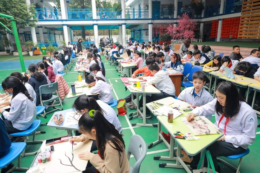 Học sinh trường Archimedes tham dự hội chợ Xuân Việt, chiều 25/1, thời điểm trước khi phát hiện các ca nhiễm bệnh tại Quảng Ninh, Hải Dương và các tỉnh khác. Ảnh: Fanpage THCS Archimedes Academy