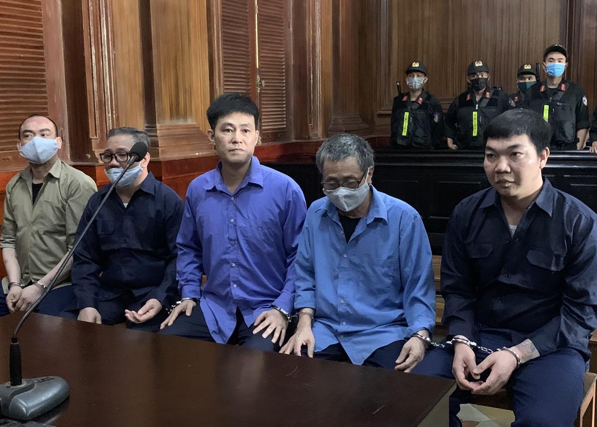Các bị cáo trước giờ tuyên án. Ảnh: Dương Trang.