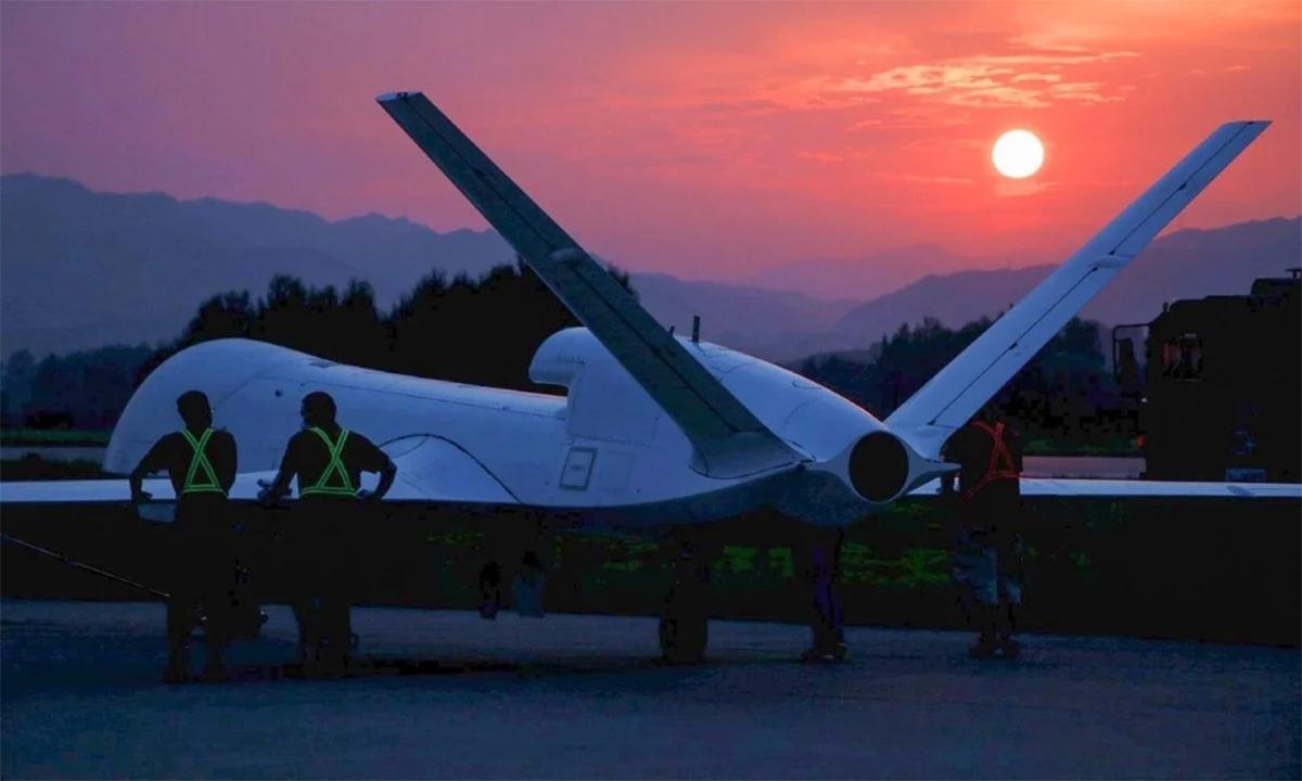 Máy bay không người lái vũ trang phản lực WJ-700 của Trung Quốc trong một lần thử nghiệm. Ảnh: SCMP.