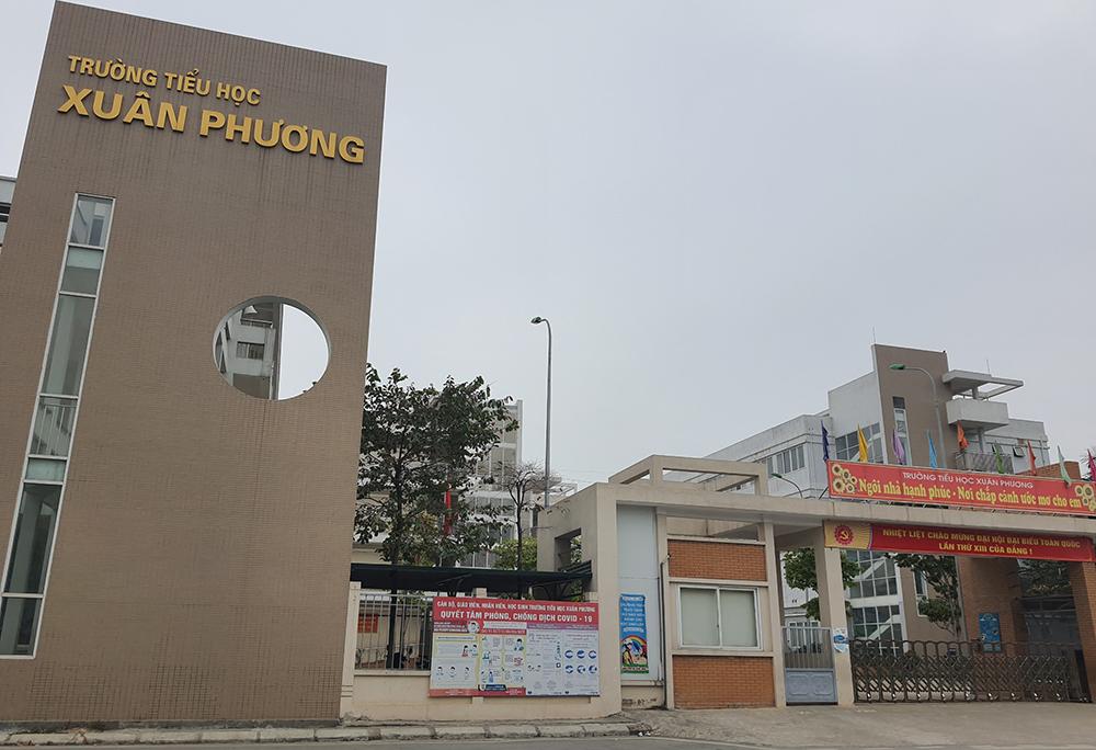 Trường Tiểu học Xuân Phương trong buổi sáng 30/1. Ảnh: Võ Hải.