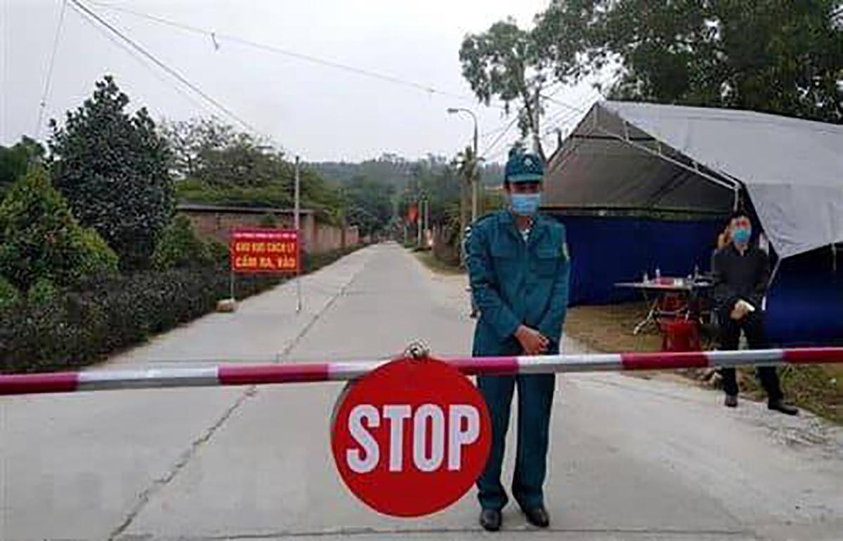 Ấp Cà Na, xã Tân Bình, huyện Phú Giáo bị phong tỏa. Ảnh: Thái Hà