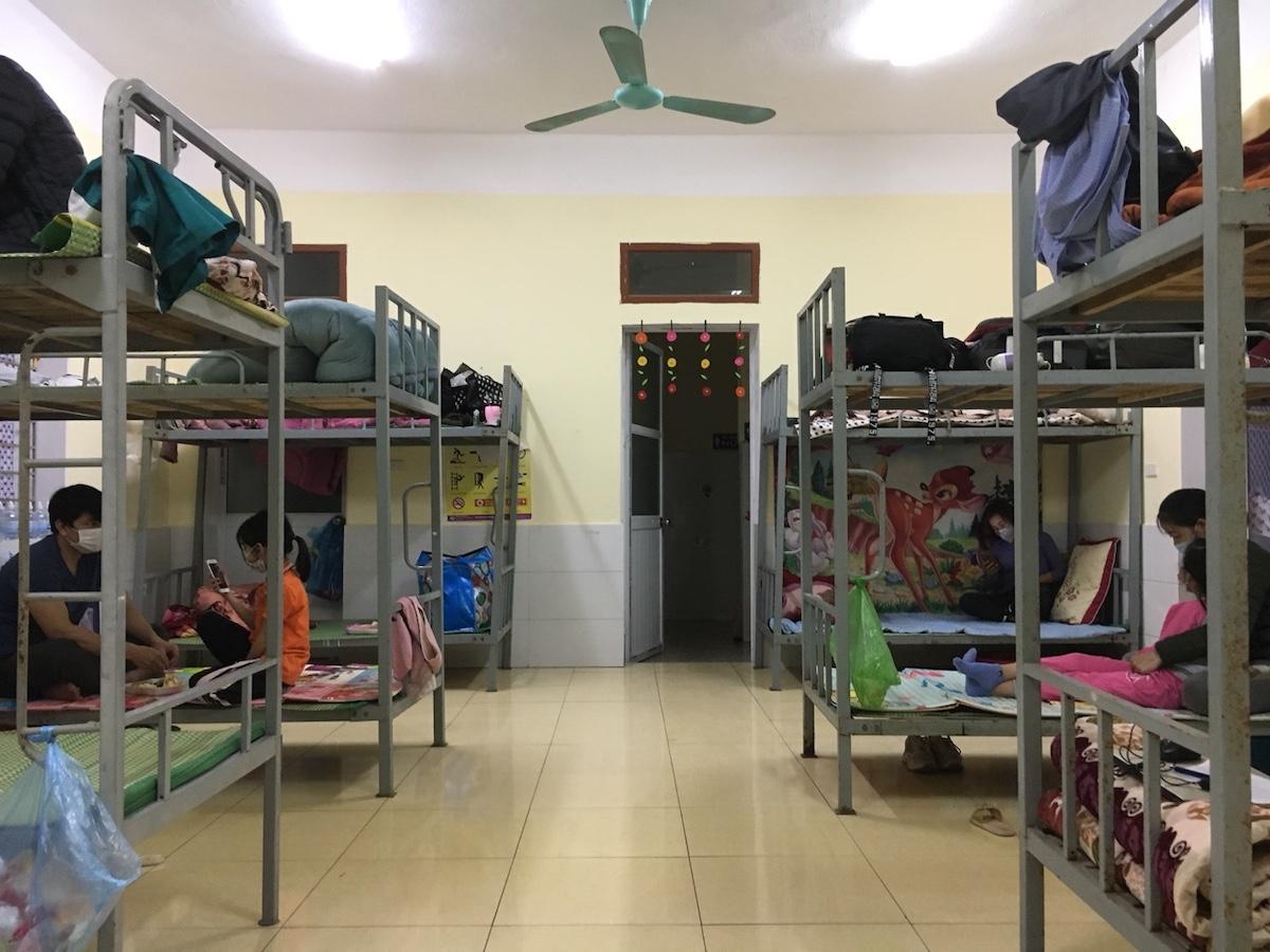 Phòng cách ly các học sinh lớp 2 tại thị xã Kinh Môn. Ảnh: Thành Đạt