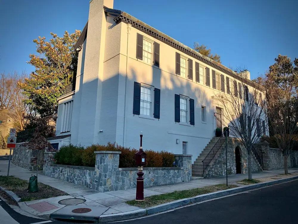 Ngôi nhà nơi gia đình Ivanka Trump từng sinh sống trong thời gian làm việc tại Nhà Trắng. Ảnh: Rodrigo Valderrama