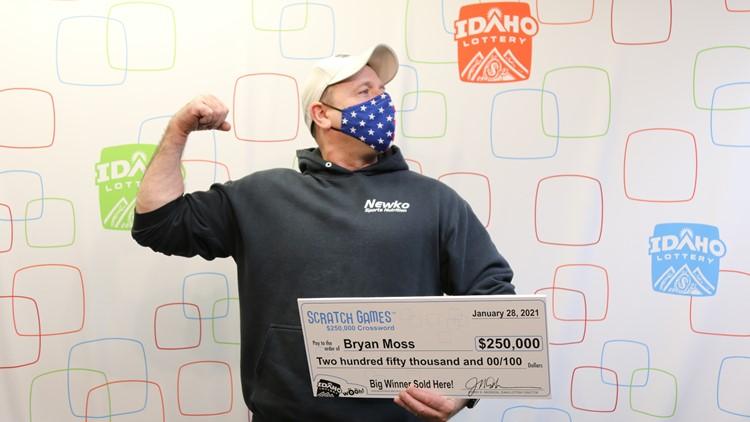 Bryan Moss nhận giải thưởng 250.000 USD hôm 28/1. Ảnh: Idaho Lottery.