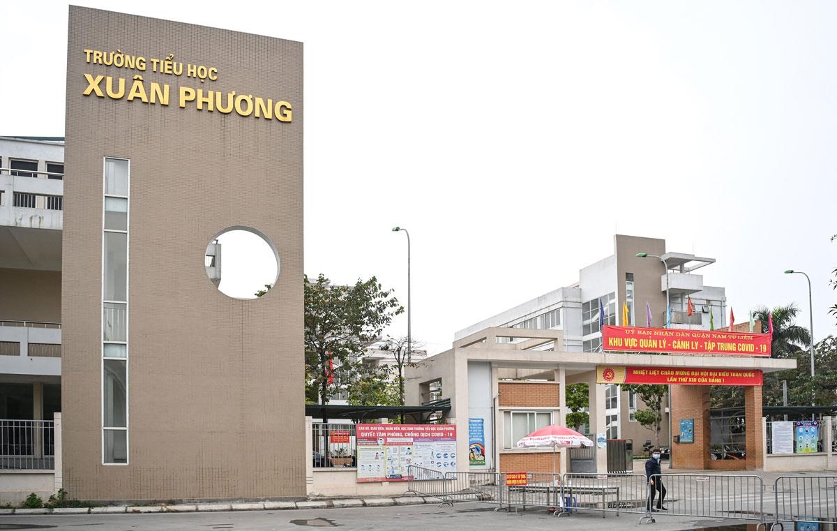 Trường Tiểu học Xuân Phương trở thành khu cách ly tập trung học sinh tiếp xúc gần với bệnh nhân. Ảnh: Giang Huy.