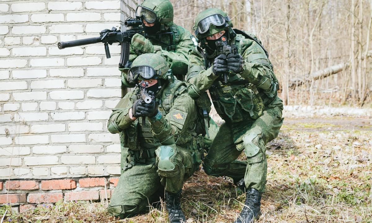 Quân nhân Nga mặc trang bị chiến dấu Ratnik trong một cuộc diễn tập. Ảnh: Rostec.