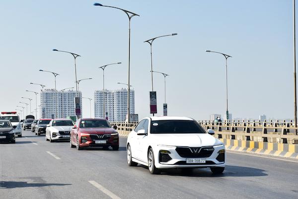 Những chiếc VinFast Lux A trên đường phố Hà Nội.
