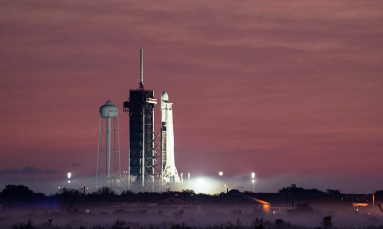 Tên lửa Falcon 9 chuẩn bị phóng từ Trung tâm Vũ trụ Kennedy hôm 20/1. Ảnh: Emre Kelly/Florida Today.