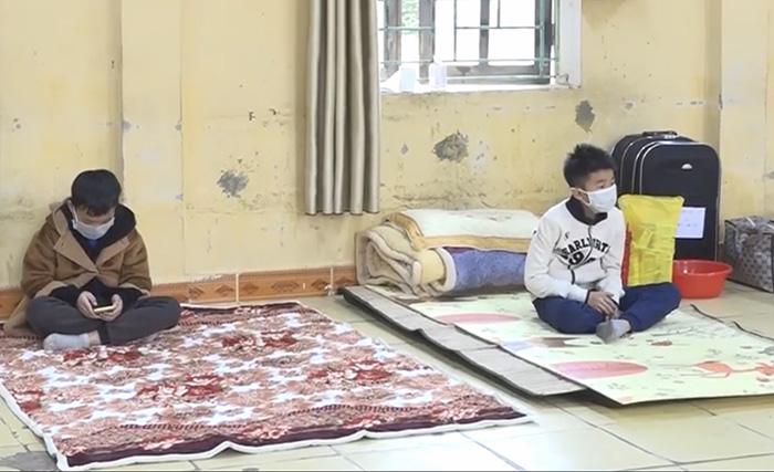 Các học sinh cách ly tại trường THCS Sao Đỏ. Ảnh: BaoHaiDuong