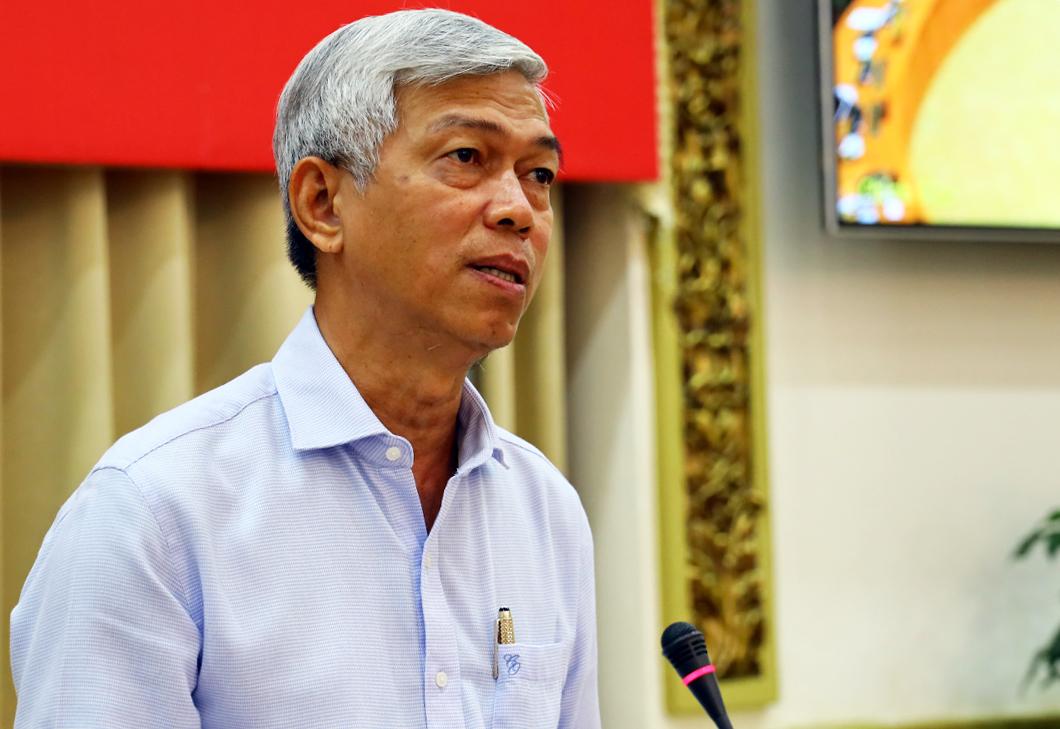 Phó chủ tịch UBND TP HCM Võ Văn Hoan báo cáo tại cuộc họp trực tuyến. Ảnh: Trung tâm báo chí.